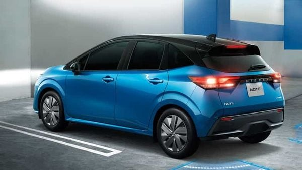 Character lines transition from the sides through the slim, horizontally continuous rear combination lamps.
