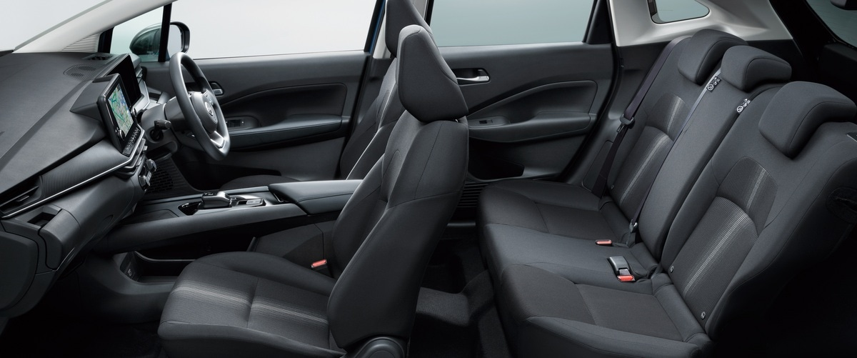 The Note is quite spacious and comfortable considering that it is a hatchback, with zero gravity seats and large armrests which make a long drive comfortable. Ample legroom and headspace, reclining seats, and a surprisingly spacious trunk characterize the interior.