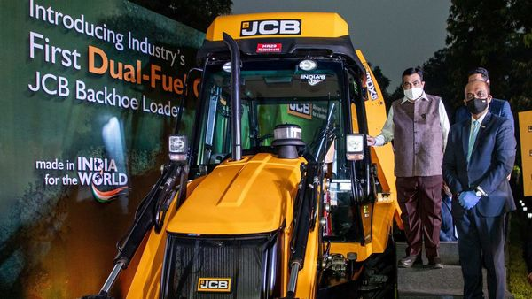 Union Minister Nitin Gadkari at the launch event of JCB 3DX DFi.