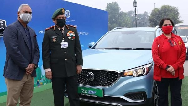 Yash Yadav, Chief Corporate Affairs Officer, MG Motor India, with General Bipin Singh Rawat and MP Meenakshi Lekhi at the flag-off ceremony for the trial run for EVs between Delhi and Agra.