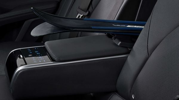 The premium leather seats will come with two color options for European customers, black and beige. The upholstery uses a new leather material with a herringbone pattern which allows room for airflow in the seat.