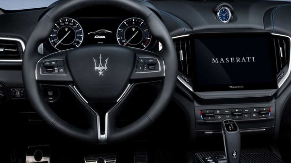 Inside, the Maserati Ghibli Hybrid has all the technological innovations presented such as the latest generation multimedia system Mia - Maserati Intelligent Assistant. The multimedia system's HD screen, with new graphics, more user-friendly and without surrounds, is increased in size from 8'4 to 10'1.