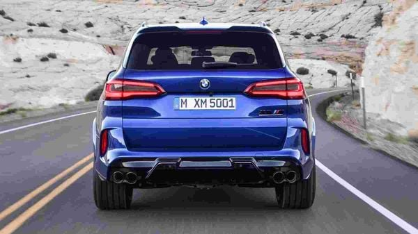 The X5 M Competition also features both a roof and lower tailgate spoiler as part of their aerodynamic enhancements.
