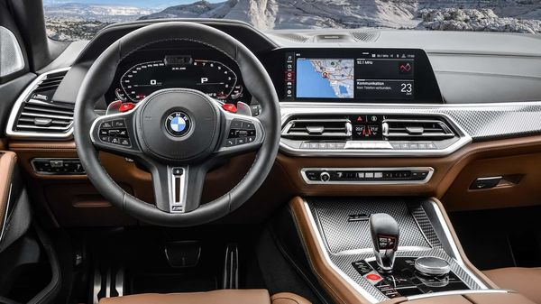 The driver will get facilities like the 12.3-inch Multifunction Display touchscreen, iDrive Touch Controller, multifunction steering wheel's buttons, the voice control feature along-with the optional BMW Gesture Control. Of course the The BMW Live Cockpit Professional with navigation system and the BMW Virtual Assistant is offered as standard.