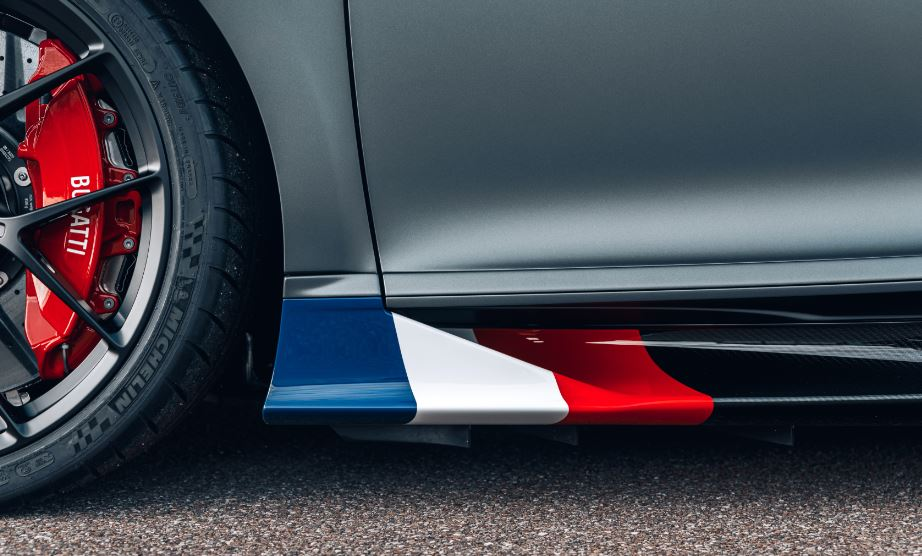 The front area of the side sills made of exposed black carbon fiber feature Blue, White and Red French tricolour. There are also hand-sketched racing scenes on and in the vehicle.