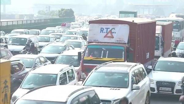 Heavy traffic at Delhi-Gurugram border. (Pic courtesy: ANI)