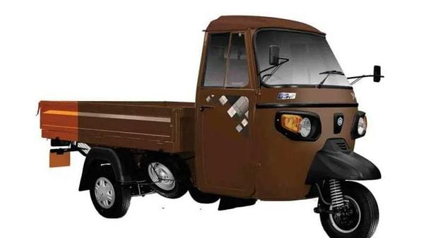 Piaggio Ape' Xtra LDX+ comes with an extended deck area.