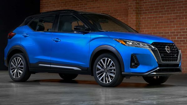 Nissan offers three new and vibrant exterior colours and three new two-tone paint schemes on the 2021 Kicks SUV.