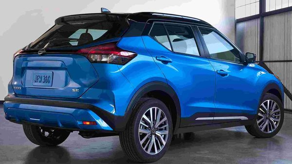 The new Nissan Kicks comes equipped with a 1.6-litre DOHC 16-valve 4-cylinder engine that can produce 122-horsepower. Nissan claims that the engine, combined with the Xtronic transmission, offers best-in-class fuel economy.