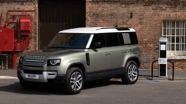In addition to the 2.0 l P Ingenium engine, Defender PHEV also has a 19.2 kWh lithium-ion battery.