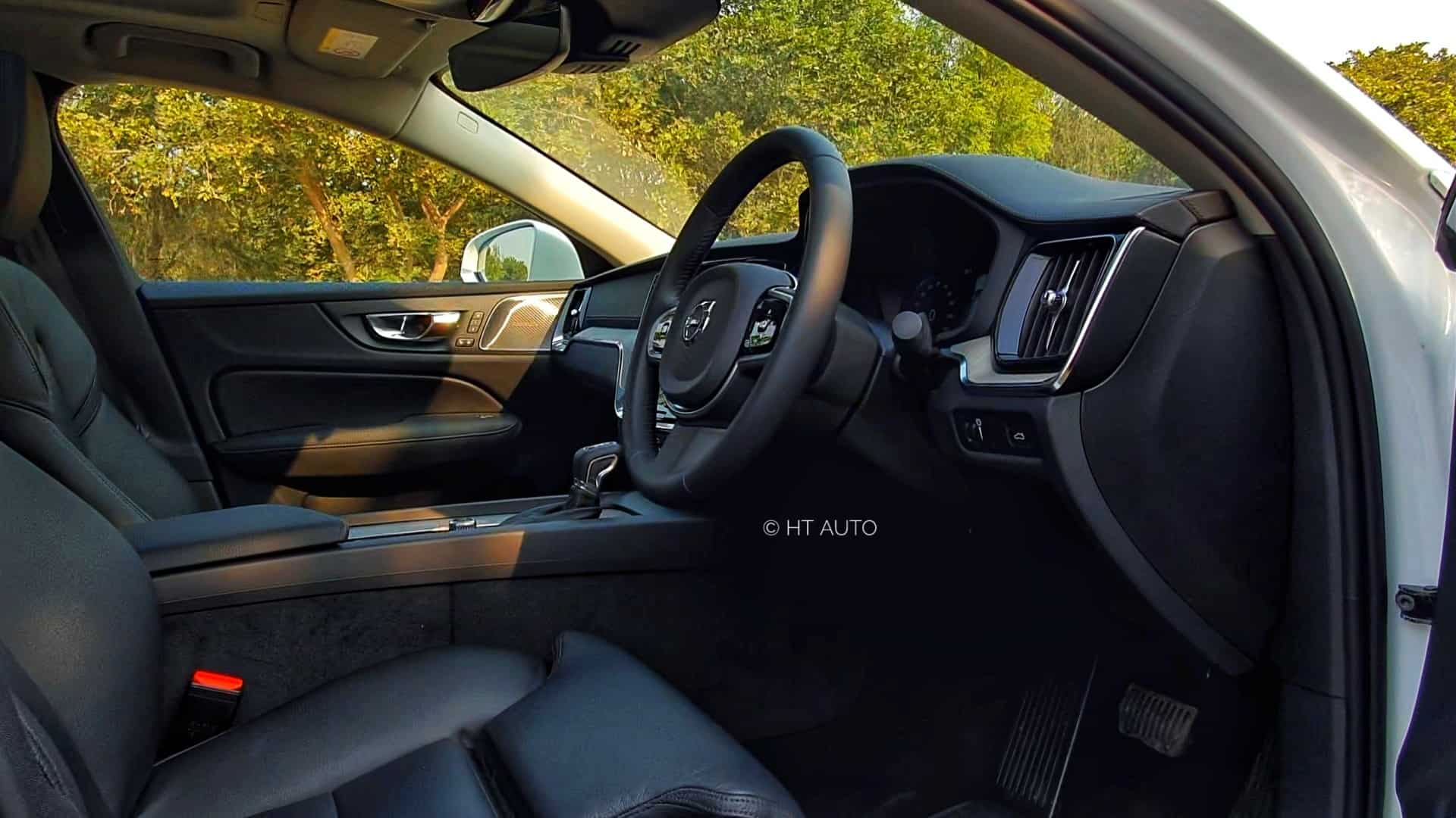 The new S60 is right up there with four-zone climate control, Clean Zone air purifier tech, wireless phone charging and a 14-speaker Harman Kardon system.
