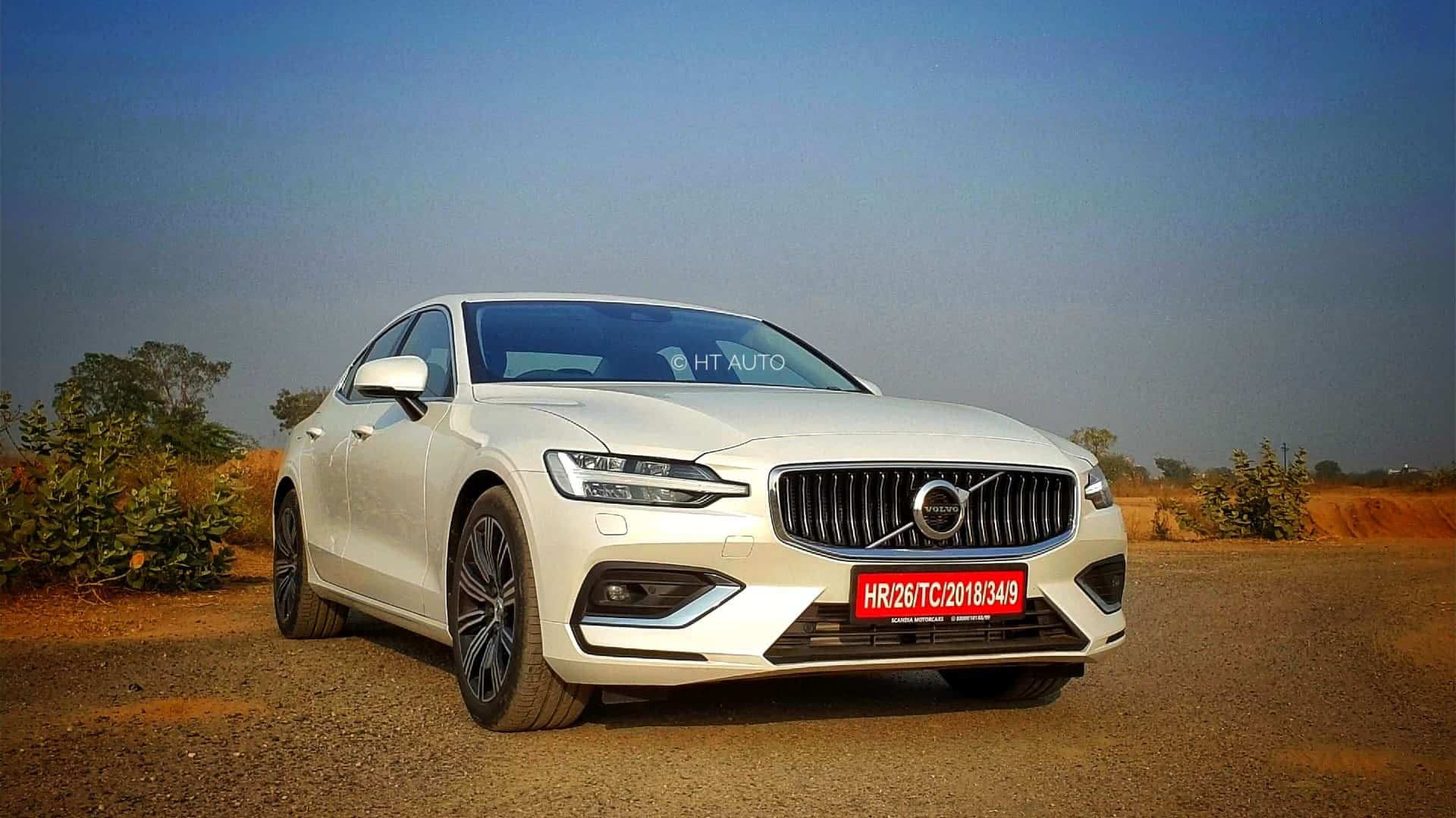 The front profile of the S60 is marked by the typical Volvo inscription grille with the trademark diagonal badge. The Thor hammer LED head lights with auto-bending feature sit smart on either side.