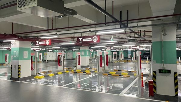 Tesla Supercharger Station in Shanghai. (Pic courtesy: @JayinShanghai on Twitter)