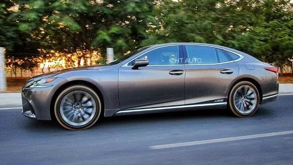 While a Lexus is almost always best experienced in the back seat, it would be a shame not to be behind the wheels of this luxury offering from the Japanese car maker. (HT Auto/Sabyasachi Dasgupta)