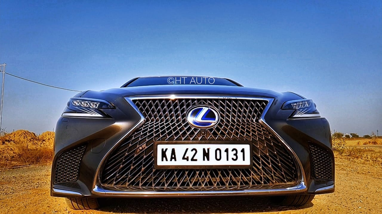 The LS 500h's face is dominated by a huge spindle grille. Matrix LED head lamps in a Z-shape add to the overall front appeal. The rear end of the sedan is not exaggerated as the front but looks good with its chrome trimmings.