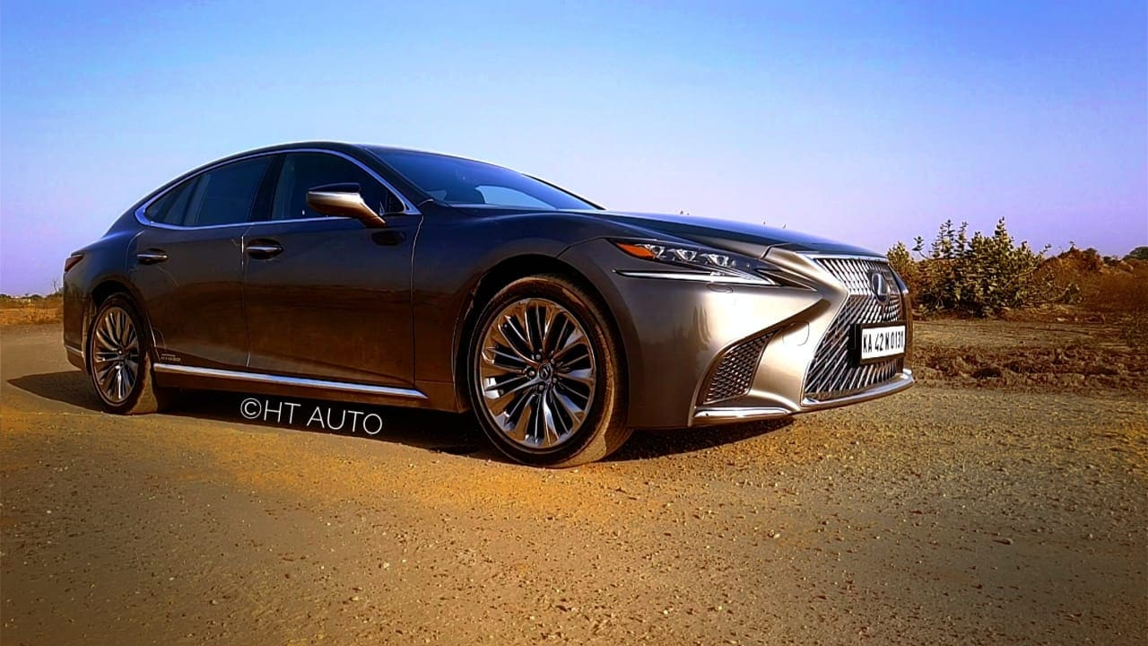 Under the hood is a 3.5L V6 petrol mated to an electric power unit that produces 359 hp and 350 Nm of torque. Lexus claims a 0-100 kmph at 5.6 seconds