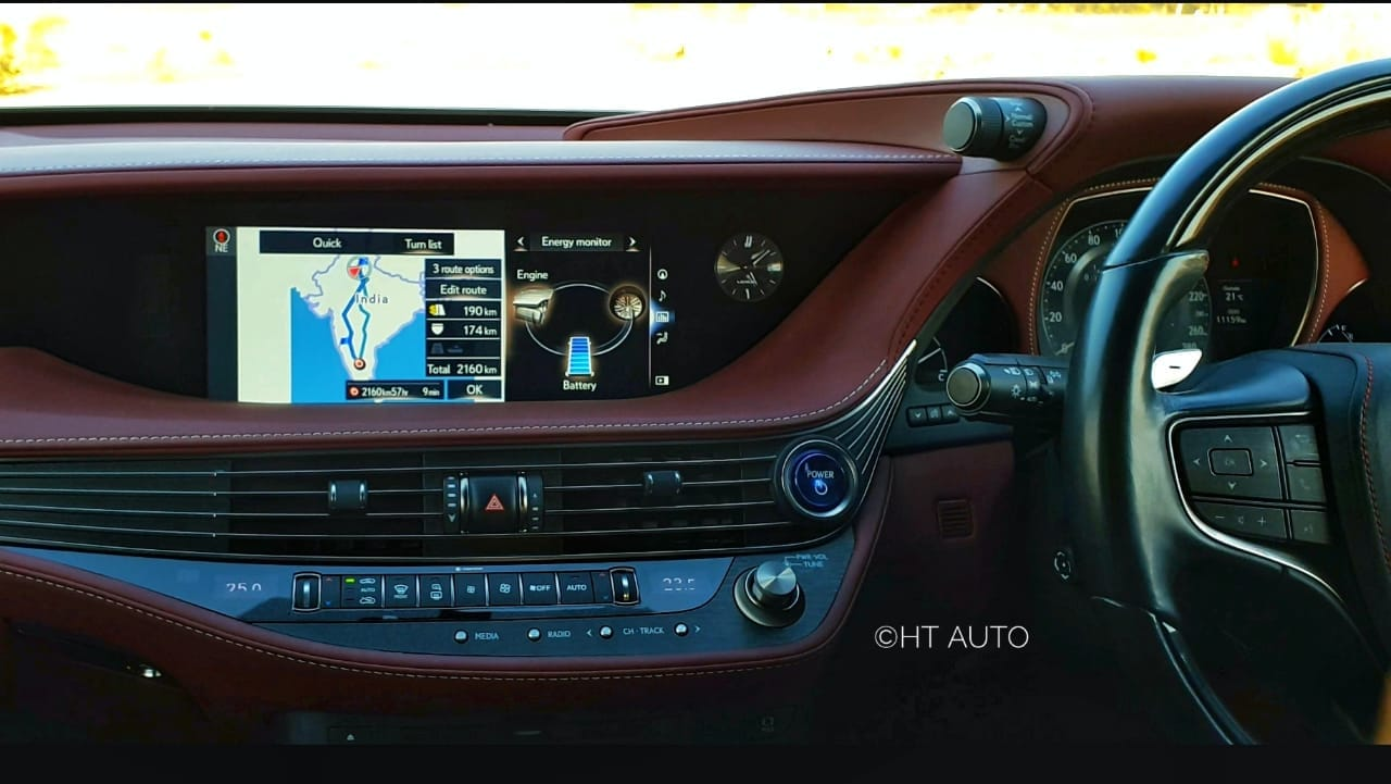 On the inside, the premium sedan gets a 12.3-inch infotainment display. In addition to the the four-zone climate control, there also is the climate concierge - this calculates the body temperature of each individual occupant of the seats and makes minor adjustments.