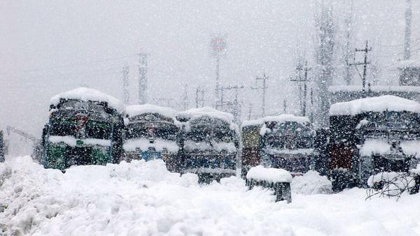 Trucks stranded at Srinagar-Jammu National highway during heavy snowfall, in Qazigund on Wednesday. (ANI Photo)
