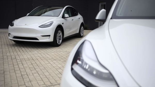 Tesla Model S electric vehicles for sale outside a dealership in Ohio, US. (File photo) (Bloomberg)
