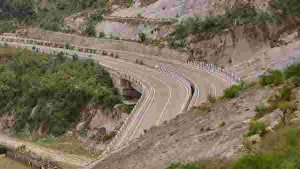 File Image : Jammu-Srinagar highway (Representational Image) (PTI)