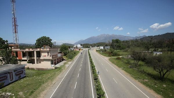 File image: Jammu and Kashmir highway (Representational image)