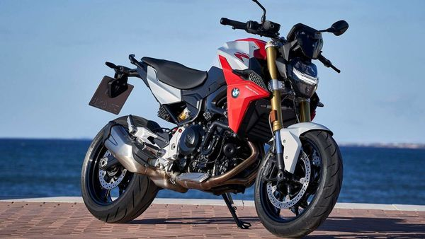F 900 R is a middleweight roadster by BMW Motorrad, and is available in a single variant.