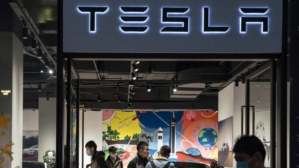 Shoppers stand in a Tesla showroom in Shanghai, China. (File photo) (Bloomberg)