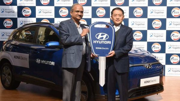 Hyundai Motor India Foundation signed a MoU and donated KONA Electric to FITT - IIT Delhi at IIT Campus. At the ceremony present were Mr. S S Kim, MD & CEO, Hyundai Motor India Ltd and Prof. V Ramgopal Rao, Director, IIT- Delhi