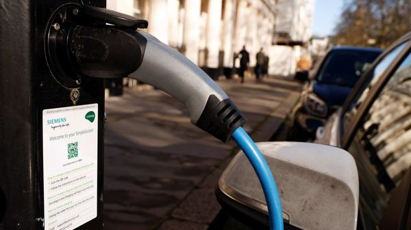 A vehicle is seen charging at an Ubitricity on-street electric vehicle charging point in London, Britain, in January 25, 2021. REUTERS/John Sibley (REUTERS)