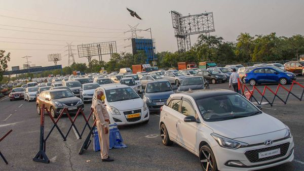 Big traffic jam on Noida side of DND flyway after the authorities imposed total lockdown in the state for three consecutive days. (PTI)