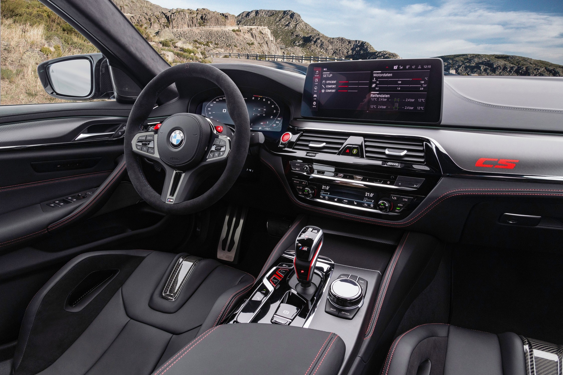 Other details on the interior include the CS mark on the seats, doors and dashboard. A new armrest fixed on the centre console replaces the previous one that opens.