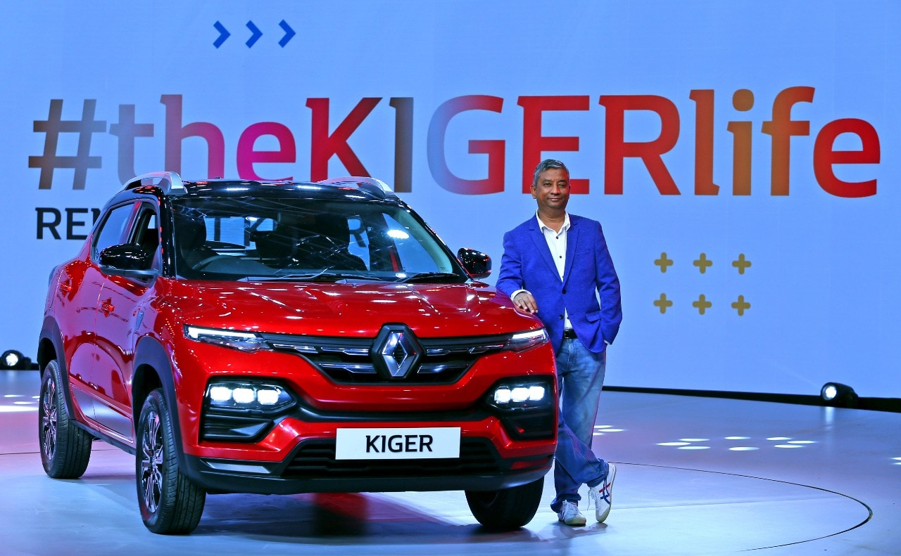 The car features horizontally stacked headlamps mounted over the front bumper and sleek LED DRLs which lend it a high bonnet effect. The signature front main grille seems to have a borrowed styling from the popular Kwid entry-level crosshatch.