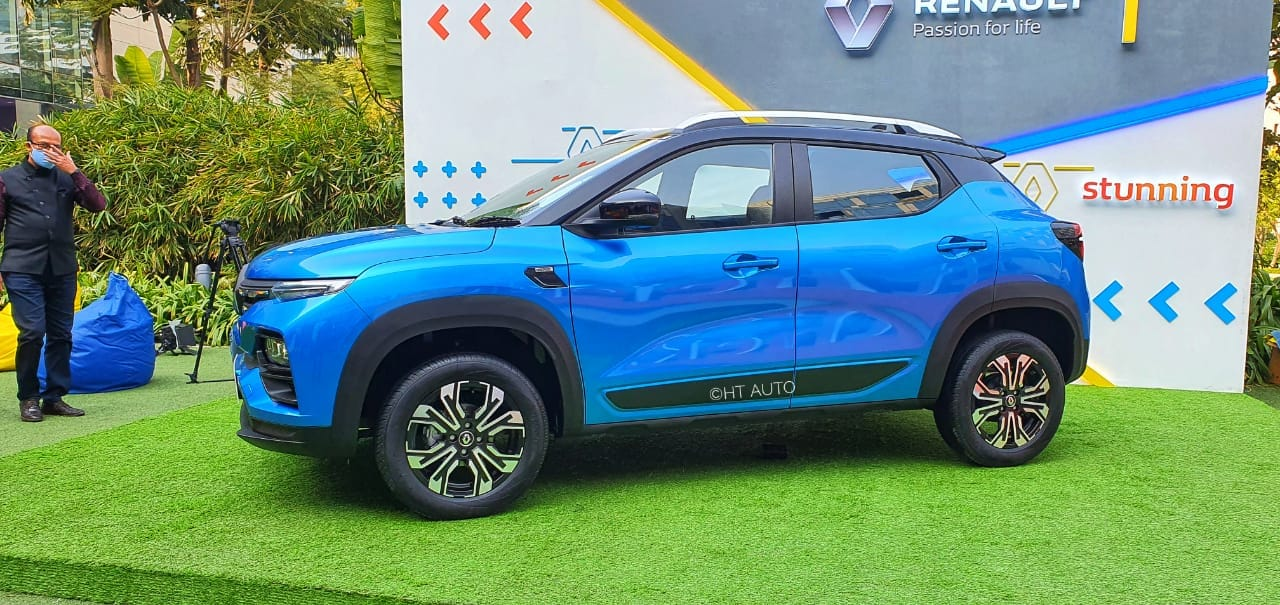 Over at the side, the funky looking alloys sit under muscular arches which add to the car's muscular appeal. Renault has also used black plastic cladding on the doors and wheel arches for an added touch of aggressiveness. (Image: HT Auto/Sabysachi Dasgupta)