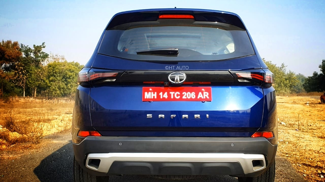 The rear section has been refreshed with a more upright tailgate and a very high set rear glass windows. Wide Safari lettering in bold sits on the lower side of the tailgate and a dual-tone bumper completes the look. (Image: Sabyasachi Dasgupta/ HT Auto)