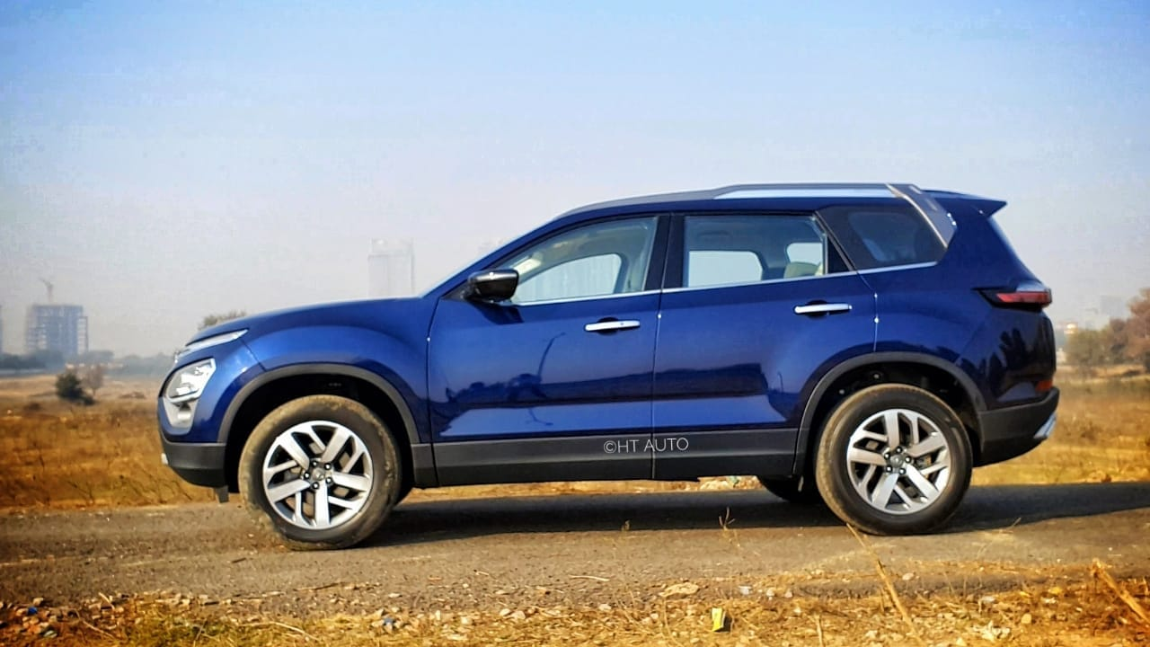 The SUV rolls on large 18-inch wheels which look massive and provide a more stable drive. While longer overhangs carve out the required space on the inside, a stepped roof gives it a taller stance. (Image: Sabyasachi Dasgupta/ HT Auto)