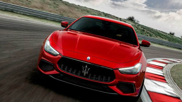 Maserati Ghibli 2021 seeks to further build on its image of being a capable luxury sports sedan.