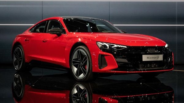 There is a 93kWh battery pack at the core of the Audi e-tron GT. It uses 800-volt technology. Audi claims that it is ensured that the driver not only manages to extract the best-possible performance but can also recharge the vehicle quicker.