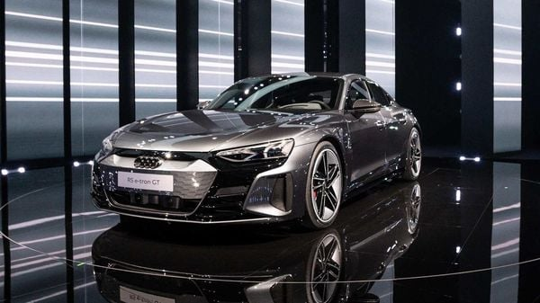 The Audi e-tron GT is the most powerful EV that the car maker has ever made with 470 hp of peak power. For the RS version, this figure jumps to 590 hp. There is a total of 630 Nm of torque for the taking and an additional 10 Nm in overboost mode. The RS version, on the other hand, has 830 Nm of torque.