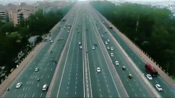 Representational Image: The Delhi-Dehradun expressway will have a minimum driving speed of 100 kmph. (Photo courtesy: Twitter/@nitingadkari)