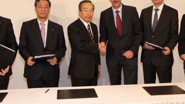 The-signing-of-the-first-agreement-between-BMW-and-Toyota-took-place-in-2011-Photo-AFP