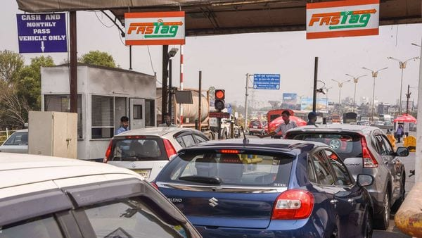 Nitin Gadkari tells how much fuel India will save with mandatory FASTags - HT Auto