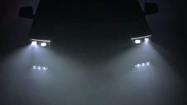 Jeep has also released a new teaser video that provides a peek at the front fascia of the new SUV.
