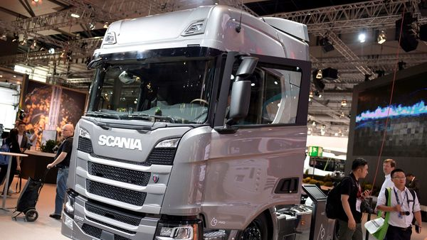 FILE PHOTO: A truck of Swedish company Scania is pictured in Hanover, Germany September 19, 2018. REUTERS/Fabian Bimmer/File Photo (REUTERS)