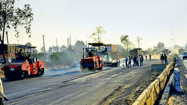 NHAI asked to complete 888 delayed highway projects worth ₹3.15 lakh crore. (File photo) (MINT_PRINT)