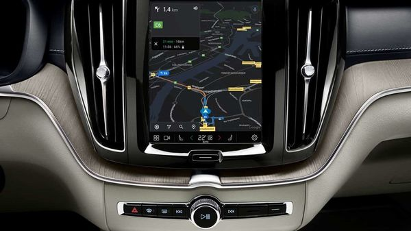 The changes on the new XC60 mainly affect the instrument cluster and the infotainment system. The SUV is claimed to be the most intelligent XC60 SUV till date. Google Maps maps are incorporated and connectivity with mobile phones has been improved.