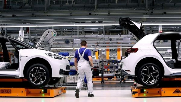 An employee of German car maker Volkswagen works on an assembly line to produce the Volkswagen ID.3 electric car model at the Volkswagen car factory in Zwickau, eastern Germany. (File photo) (AFP)