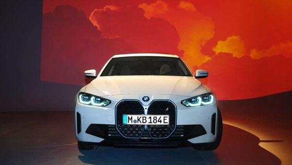 2022 BMW i4 electric sedan officially breaks cover.