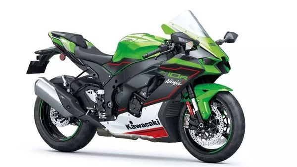 Kawasaki Ninja ZX10R gets more aggressive looking with the yearly update.