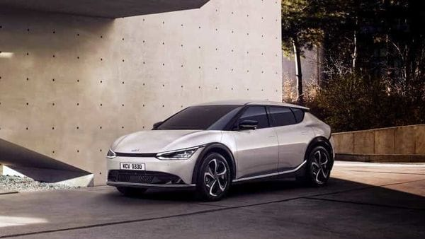 Kia Motors has revealed the first images of the exterior and interior design of EV6.