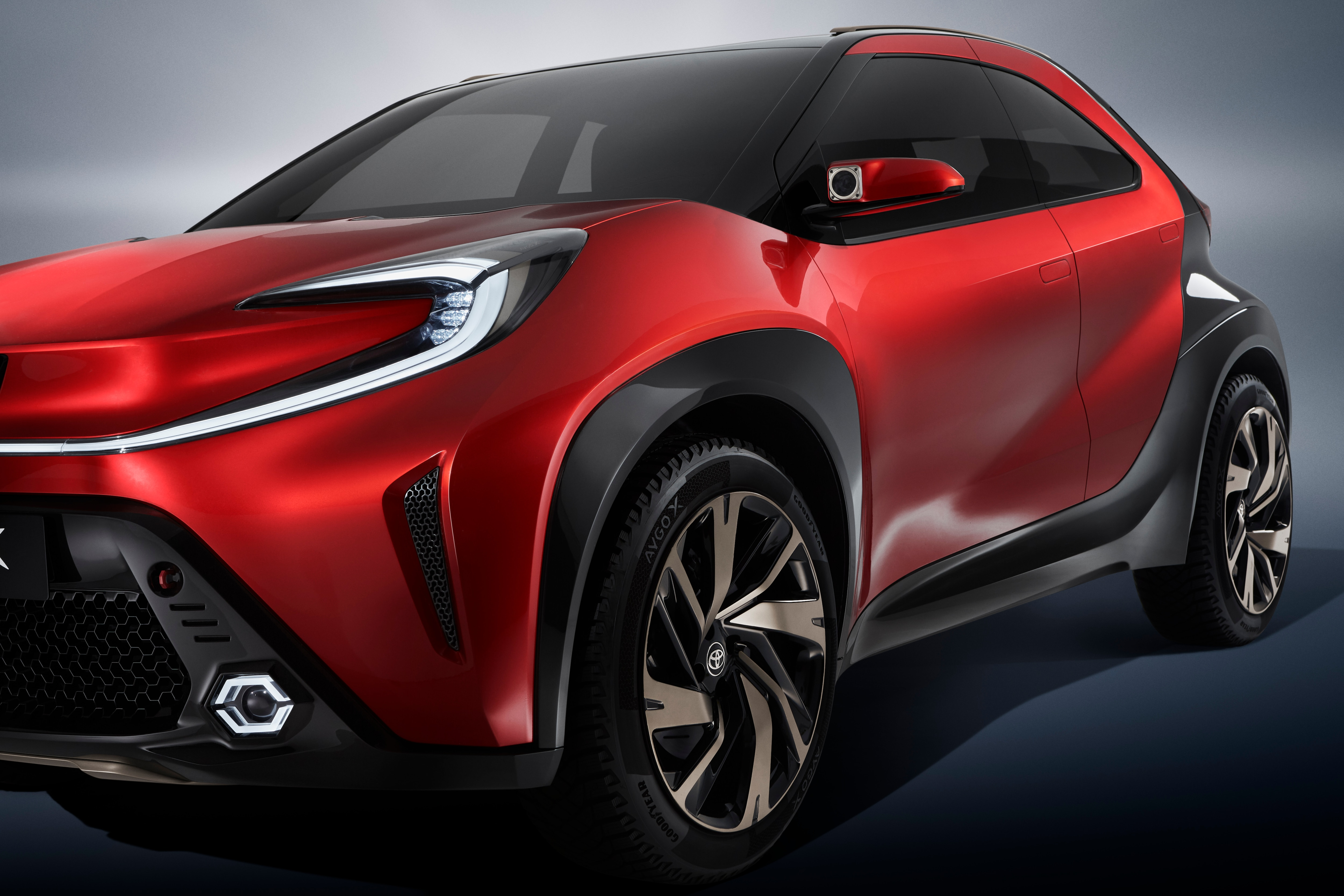 The concept car features big wheels and thick fenders that make it look like a small crossover. The mirrors on both sides come with added action cameras and Toyota says they are perfect for capturing and sharing exploration moments.